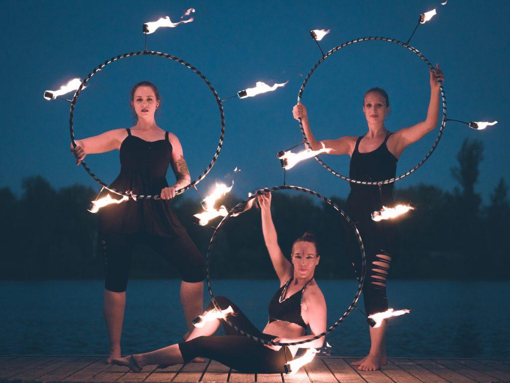 Hoopflow Firedancers_für Sommerbrise